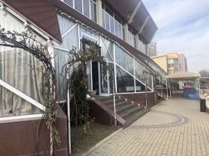 Коммерческое здание - ул. Гренобле